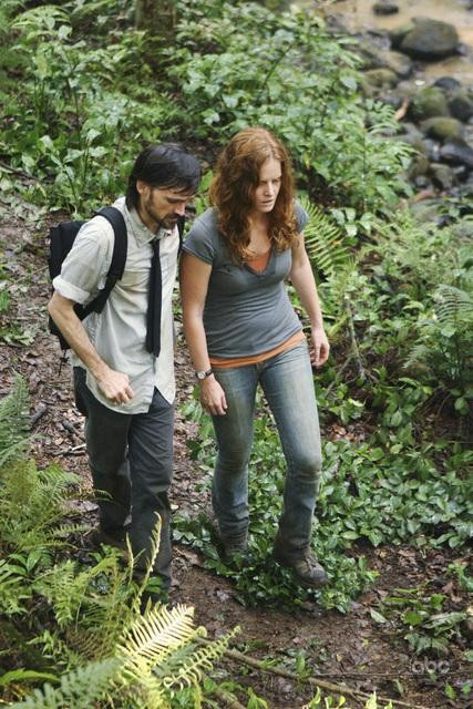 Rebecca Mader e Jeremy Davies in un momento dell'episodio This Place Is Death di Lost