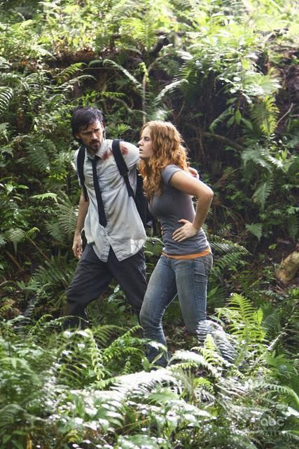 Rebecca Mader e Jeremy Davies in una scena dell'episodio This Place Is Death di Lost