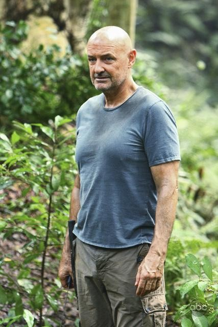 Terry O'Quinn in un momento dell'episodio This Place Is Death di Lost