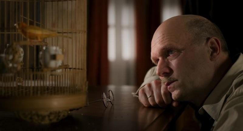 Ulrich Tukur in una sequenza del film John Rabe