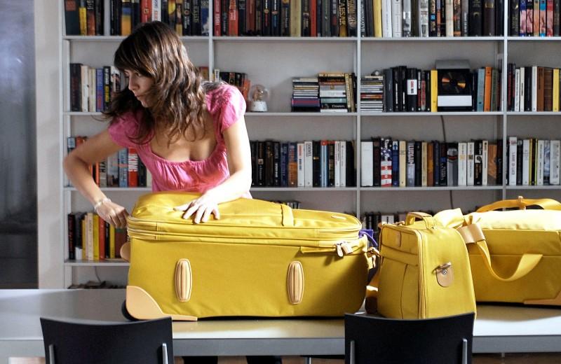 Alessandra Mastronardi alle prese con i bagagli in uno degli episodi de I Cesaroni 3