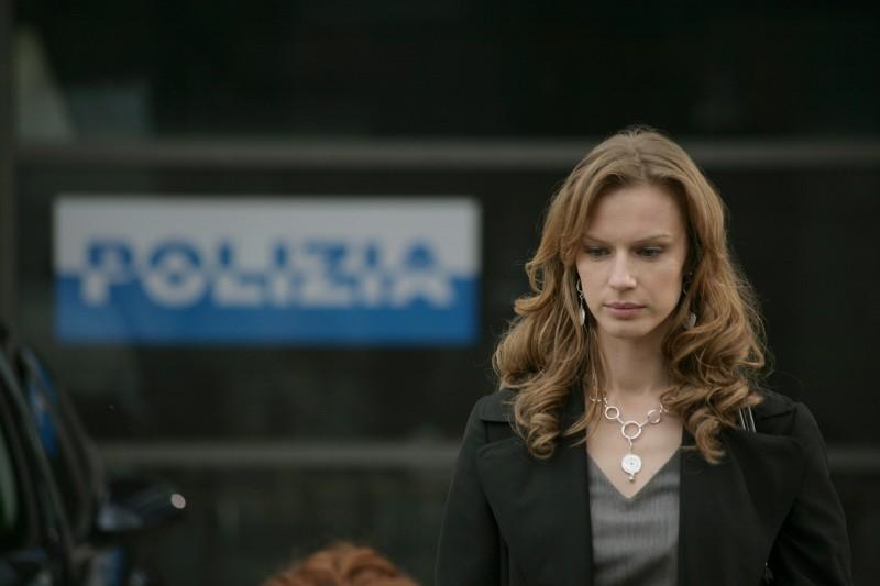 Antonia Liskova in un momento dell'episodio Ossessione de Il bene e il male