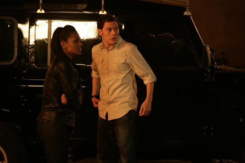 Burn Gorman insieme a Freema Agyeman in una scena dell'episodio 'Reset' della serie tv Torchwood