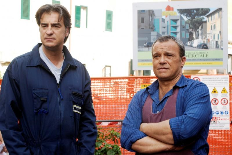 Claudio Amendola e Max Tortora in una scena de I Cesaroni 3