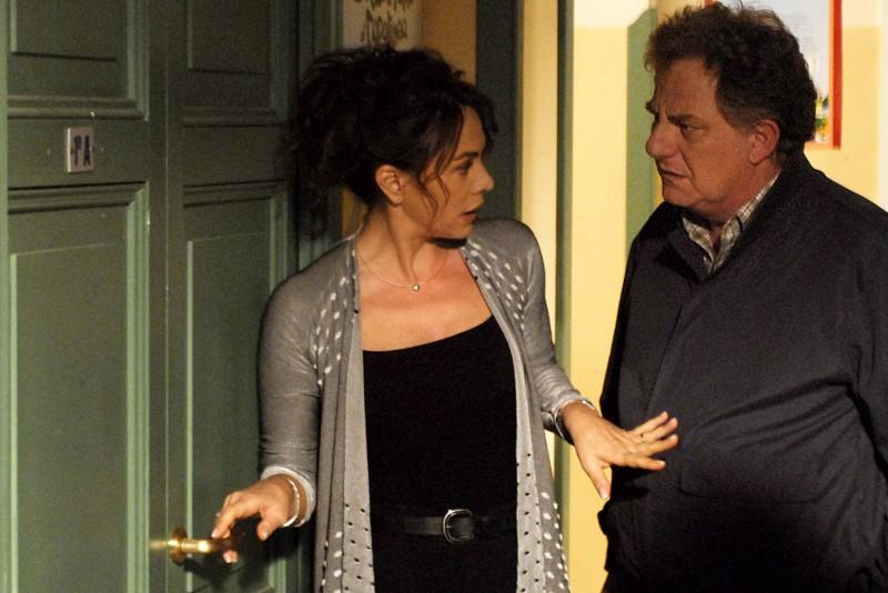 Elena Sofia Ricci e Antonello Fassari in una delle puntate della terza stagione de I Cesaroni