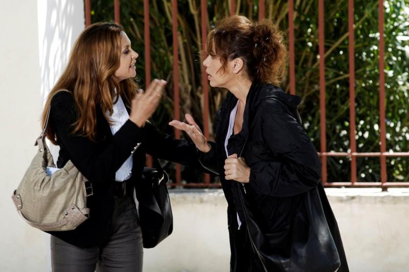 Elena Sofia Ricci e Elda Alvigini in una delle puntate della terza stagione de I Cesaroni