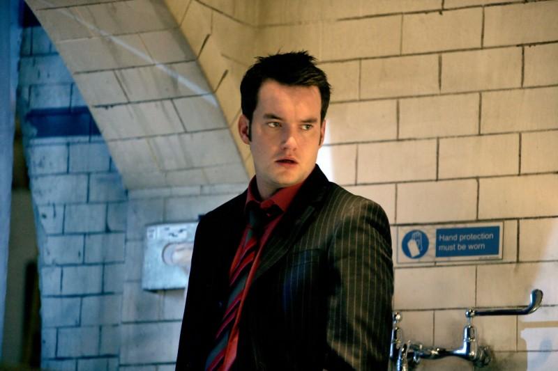 Gareth David-Lloyd in un momento dell'episodio 'La mietitrice di anime' della serie tv Torchwood
