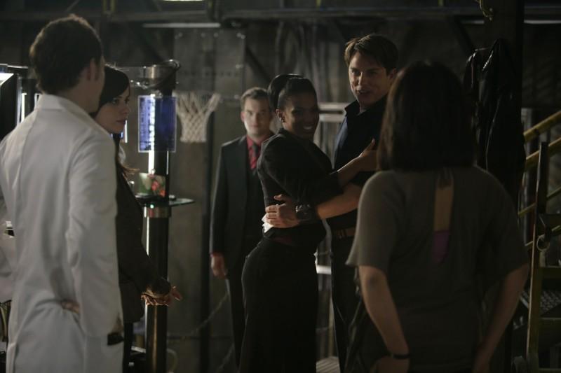 Il cast in una scena dell'episodio 'Reset' della serie tv Torchwood
