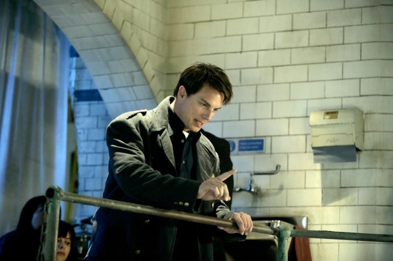 John Barrowman in un momento dell'episodio 'La mietitrice di anime' della serie tv Torchwood
