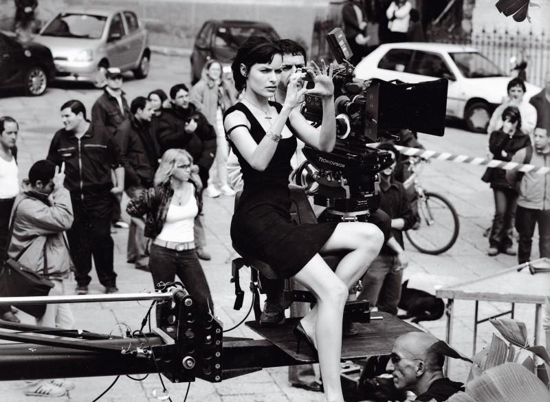 Rie Rasmussen sul set film Human Zoo