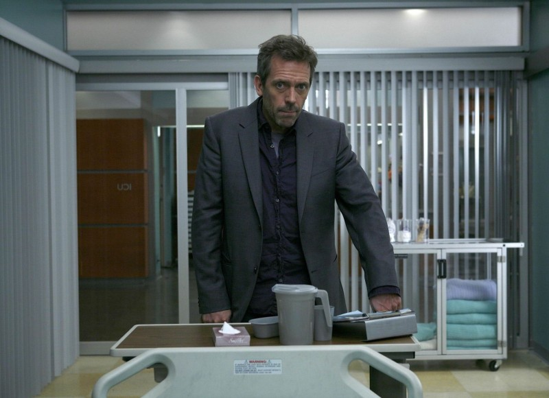 Hugh Laurie in una scena dell'episodio The Greater Good di Dr. House: Medical Division