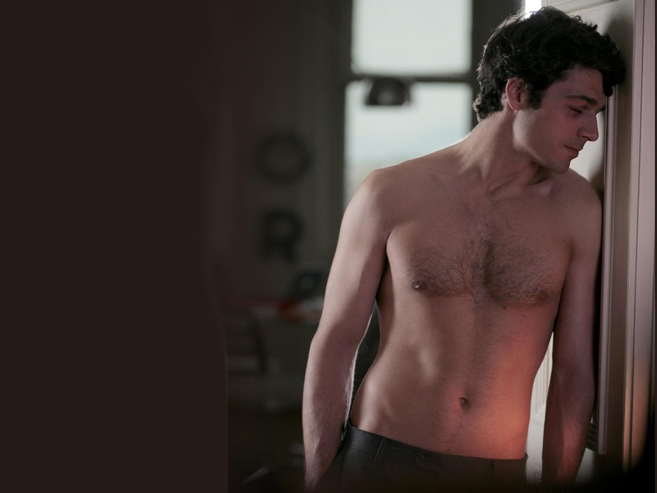 Un wallpaper sexy di Luca Argentero, tra i protagonisti del film Diverso da chi?