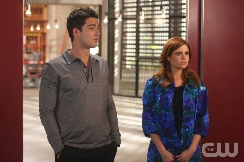 Joanna Garcia e Brian Hallisay in una scena dell'episodio All About Betrayal di Privileged