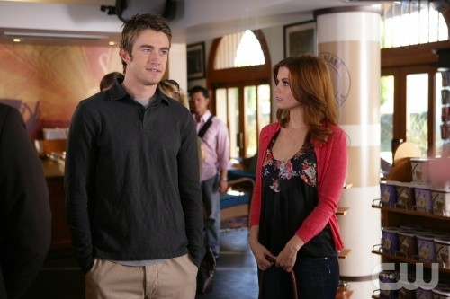 Robert Buckley e Joanna Garcia nell'episodio All About Betrayal di Privileged