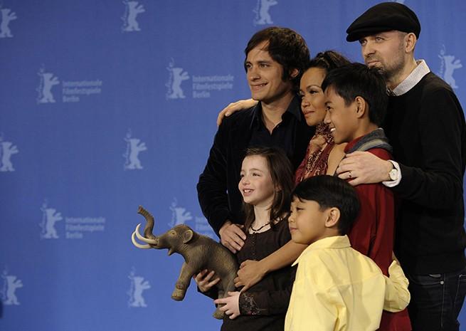 Berlinale 2009 - il cast e regista di Mammoth: Gael Garcia Bernal, Sophie Nyweide, Marife Necesito, Martin Delos Santos, Jan David Nicdao e Lukas Moodysson