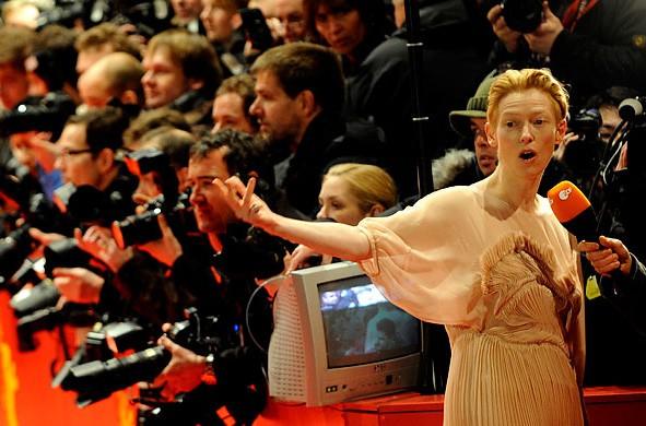 Berlinale 2009: Tilda Swinton intervistata sul red carpet
