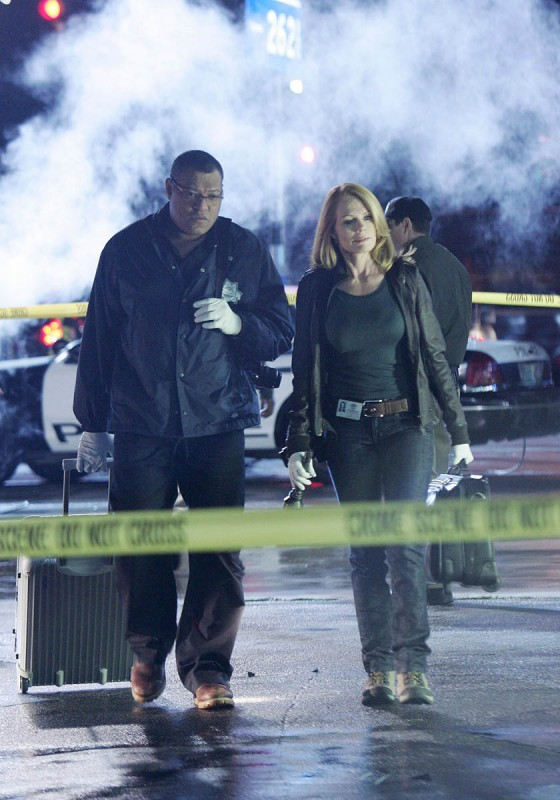 Marg Helgenberger e Laurence Fishburne nell'episodio Disarmed and Dangerous di CSI