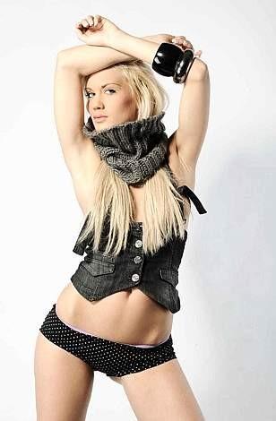 Una foto sexy di Laura Drzewicka, la bionda polacca del Grande Fratello 9