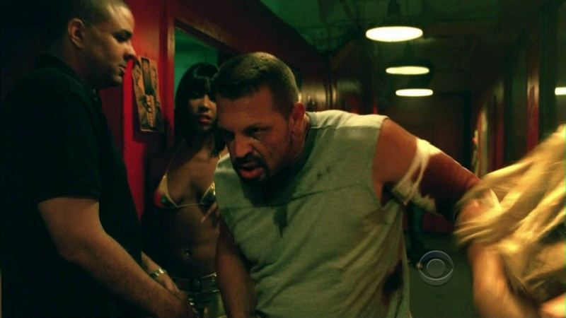 Una scena dell'episodio Disarmed and Dangerous di CSI