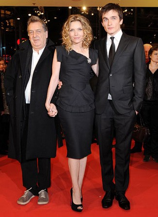 Berlinale 2009: Michelle Pfeiffer con Rupert Friend e Stephen Frears alla premiere di Cherì