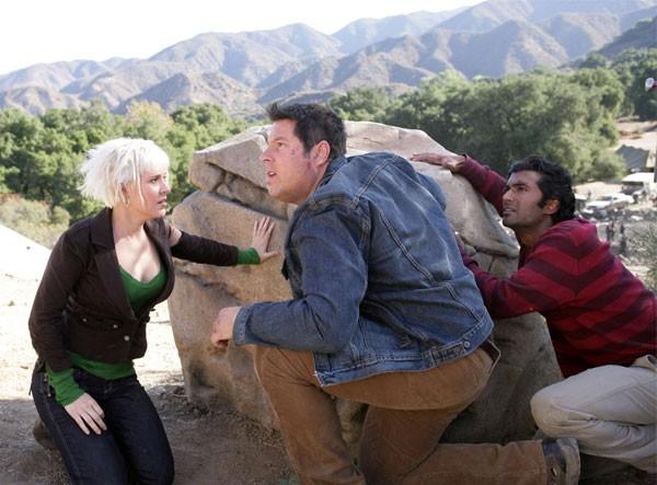 Brea Grant, Greg Grunberg e Sendhil Ramamurthy in una scena di Trust and Blood della terza stagione di Heroes