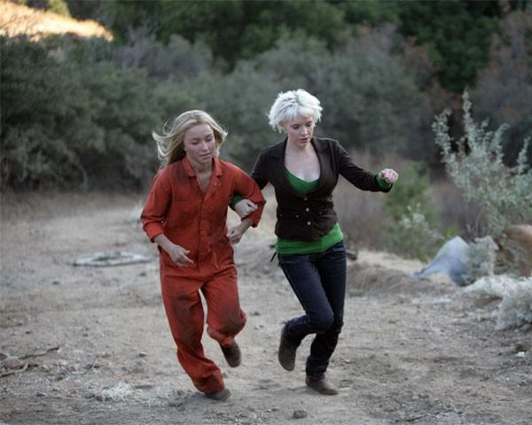 Hayden Panettiere e Brea Grant in una scena di Trust and Blood della terza stagione di Heroes