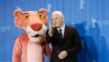 Ancora Steve Martin in compagnia di una gigante pantera rosa alla Berlinale