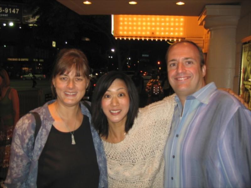 Betty Ouyang con la regista Regina Moerikoefer e lo sceneggiatore Douglas Benel-Jordan