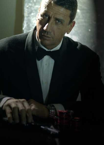 Gualberto Parmeggiani in uno scatto ispirato a 'Casino Royale'.