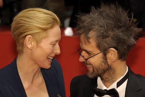 Berlinale 2009: un'elegante Tilda Swinton con il regista Christoph Schlingensief
