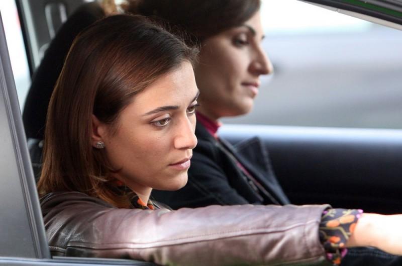 Anna Foglietta e Paola Lavini in una scena dell'episodio 'La testa a posto' del film I mostri oggi