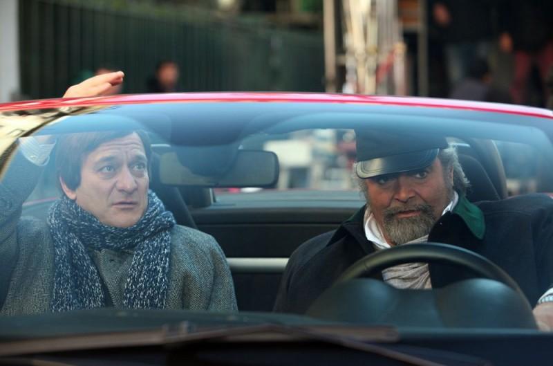 Claudio Bisio e Diego Abatantuono in un'immagine dell'episodio 'Povero Ghigo' del film I mostri oggi