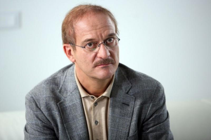 Claudio Bisio sul set dell'episodio 'Terapia d'urto' del film I mostri oggi
