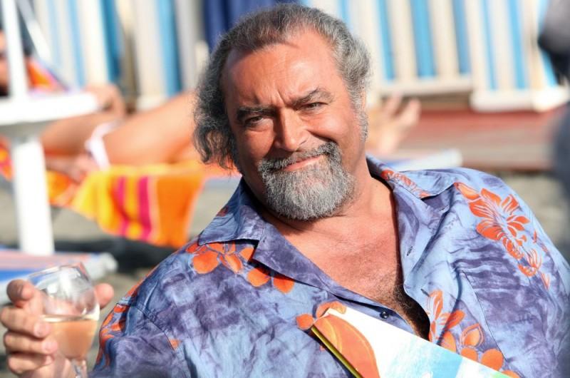 Diego Abatantuono in un'immagine dell'episodio 'La fine del mondo' del film I mostri oggi