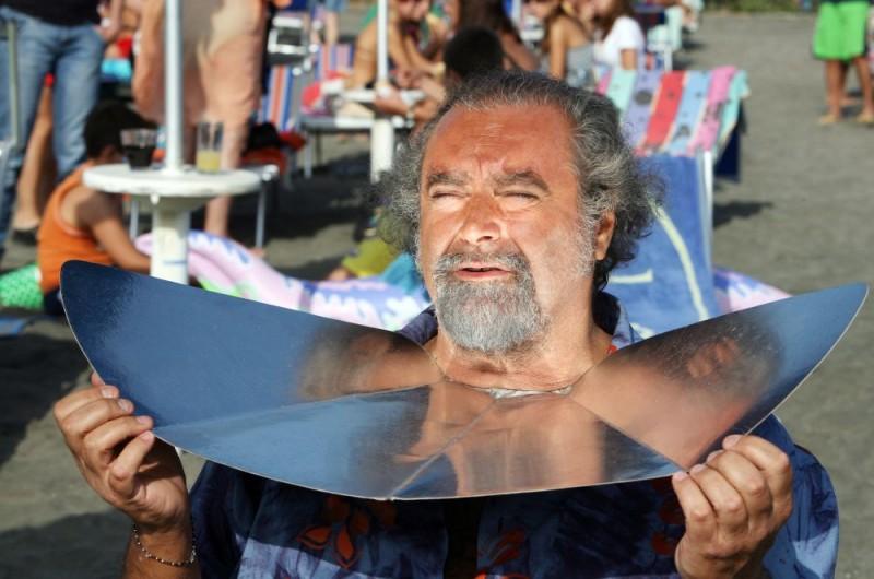 Diego Abatantuono in una scena dell'episodio 'La fine del mondo' del film I mostri oggi