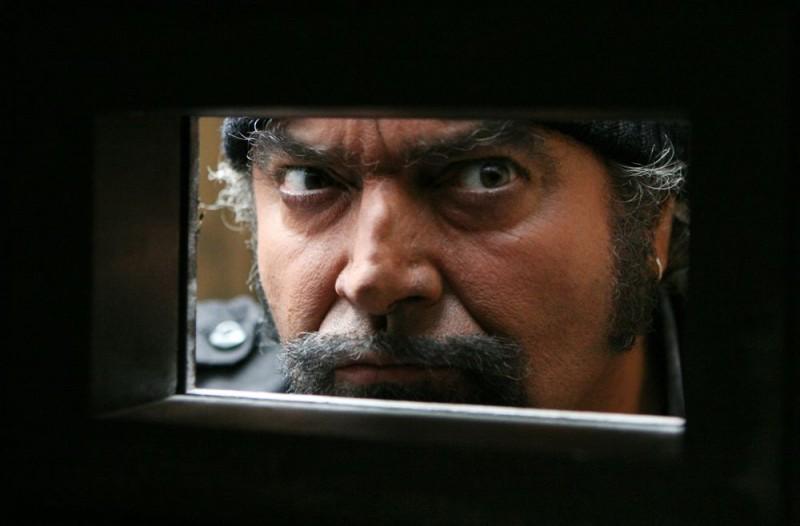 Diego Abatantuono in una sequenza dell'episodio 'Accogliamoli' del film I mostri oggi