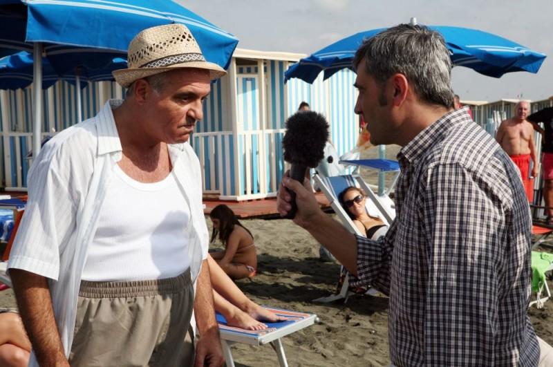 Giorgio Panariello e Antonio Friello in una scena dell'episodio 'La fine del mondo' del film I mostri oggi