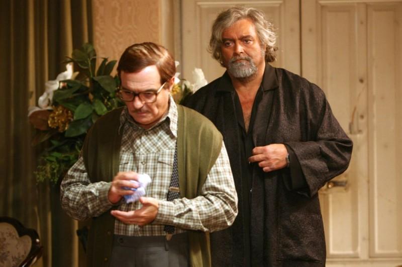 Giorgio Panariello e Diego Abatantuono in una scena dell'episodio 'Padri e figli' del film I mostri oggi