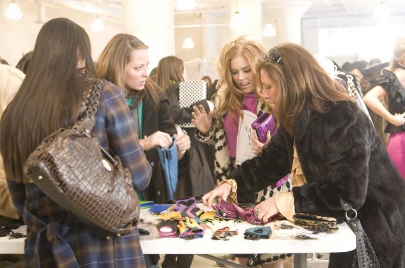 Isla Fisher in un'immagine di I Love Shopping