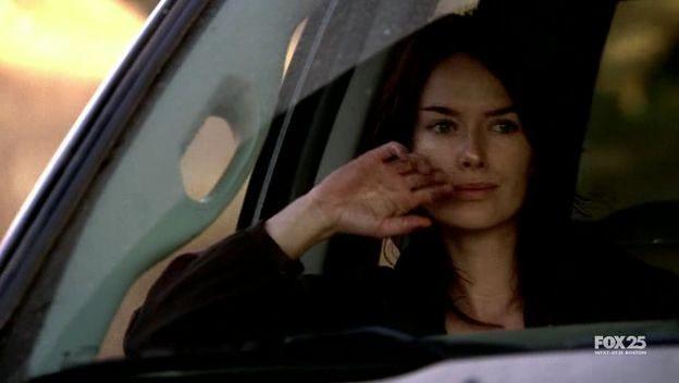 Lena Headey in un momento dell'episodio The Good Wound di The Sarah Connor Chronicles