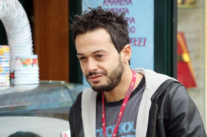 Mauro Meconi in una scena dell'episodio 'Unico grande amore' del film I mostri oggi
