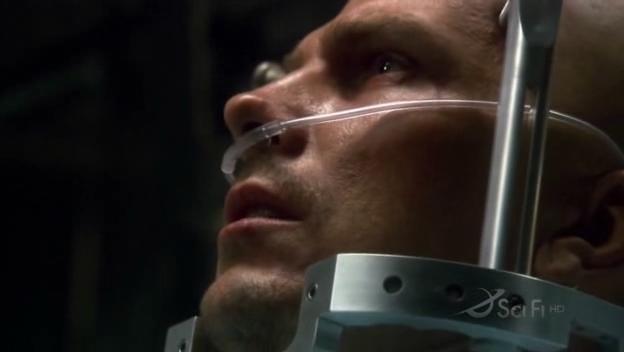 Un primo piano di Michael Trucco nell'episodio No Exit di Battlestar Galactica