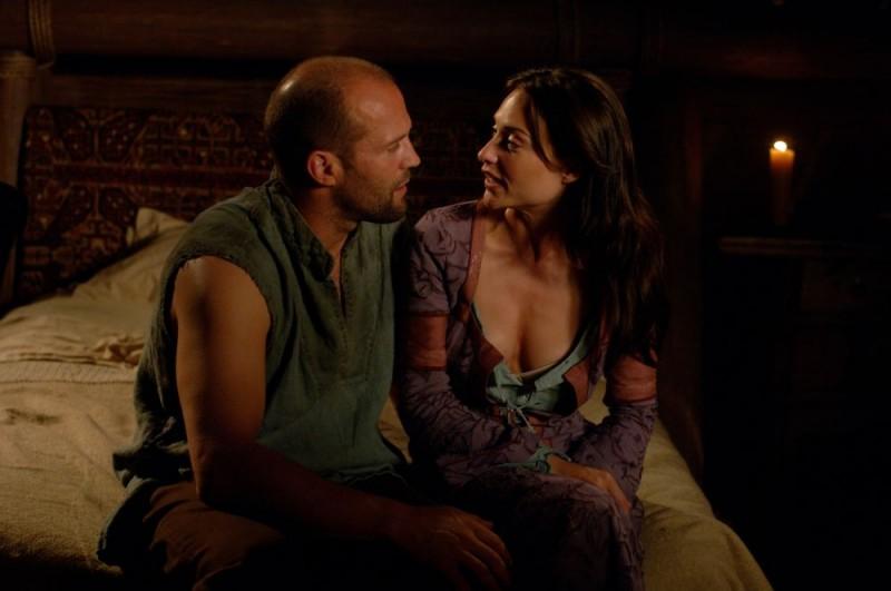Jason Statham e Claire Forlani in un'immagine del film In the Name of the King