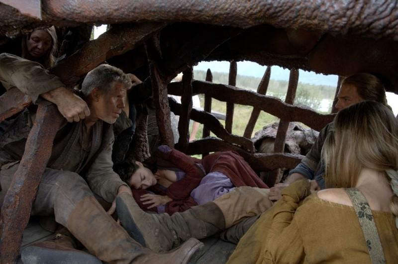 Ron Perlman e Claire Forlani in un'immagine del film In the Name of the King