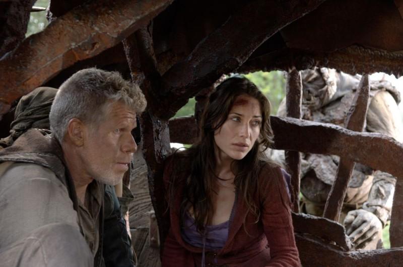 Ron Perlman e Claire Forlani in una scena del film In the Name of the King