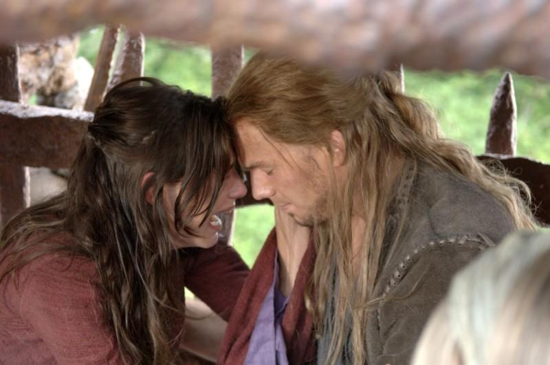 Claire Forlani e Will Sanderson in una scena di In the Name of the King