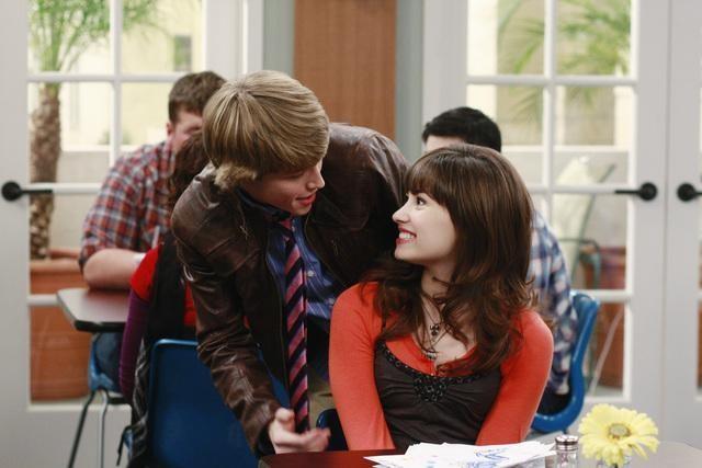 Demi Lovato e Sterling Knight in una scena dell'episodio Sonny at the Falls di Sonny with a Chance