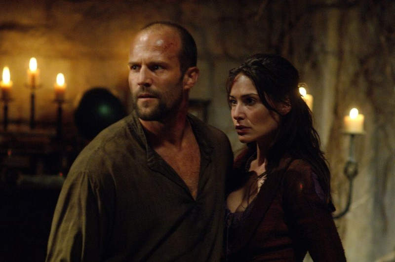 Jason Statham e Claire Forlani in un'immagine di In the Name of the King