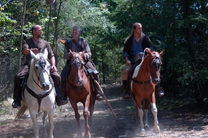 Jason Statham, Ron Perlman e Will Sanderson in un'immagine del film In the Name of the King