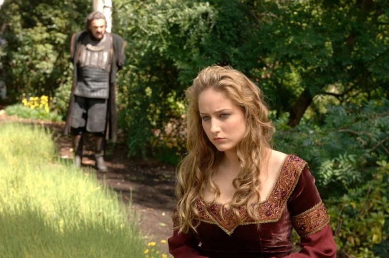 John Rhys-Davies e Leelee Sobieski in una scena del film In the Name of the King